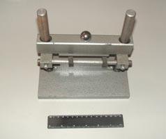 Приспособление для определения предела прочности на растяжение  при расколе асфальтобетонных образцов